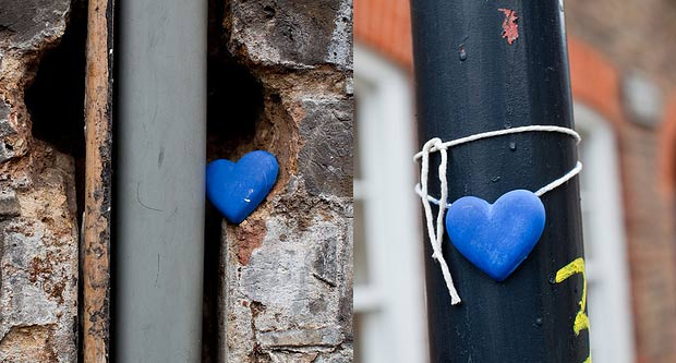 "cuoricino blu ""spreading love"" in East London"